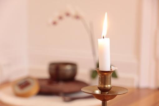 Orchidee, Kerze und Dekoration